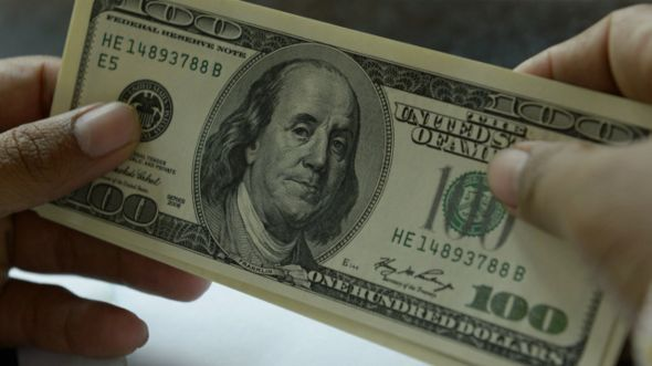 الدولار يقارب أقصى ارتفاع له امام العملات الرئيسية منذ اربع سنوات