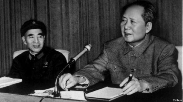 中国历史学者章立凡在接受BBC中文网记者专访时评论称,中国的朝野图片