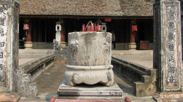 Theo tác giả các Phật tử hiện nay nên xem lại việc 'hành thiện' và 'cúng dường' của mình.
