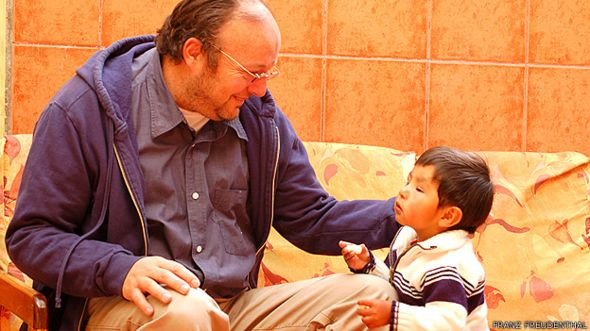 Dr. Franz Freudenthal con un paciente