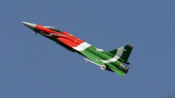 Китайский бюджетный истребитель JF-17