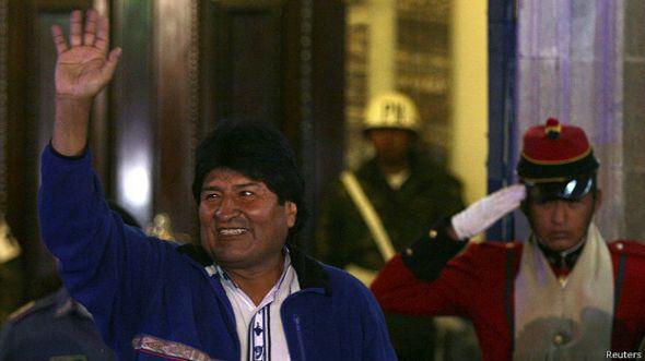 Evo Morales saluda