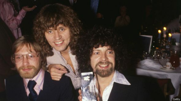 Miembros de la banda británica Electric Light Opera