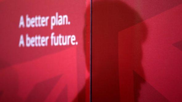 Sombra do líder trabalhista, Ed Milliband, projetada em evento do partido