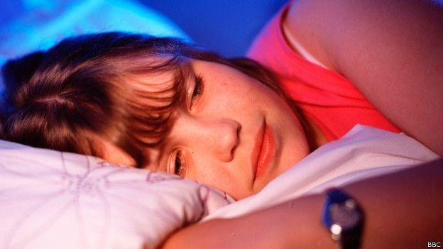 Una persona con problemas para dormir