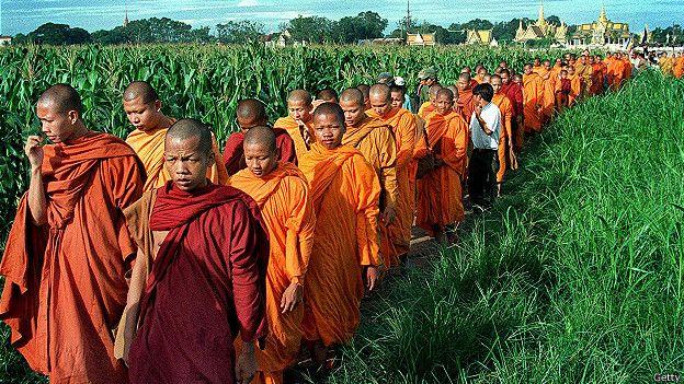 150106105440_religion_buddhist_monks_sam