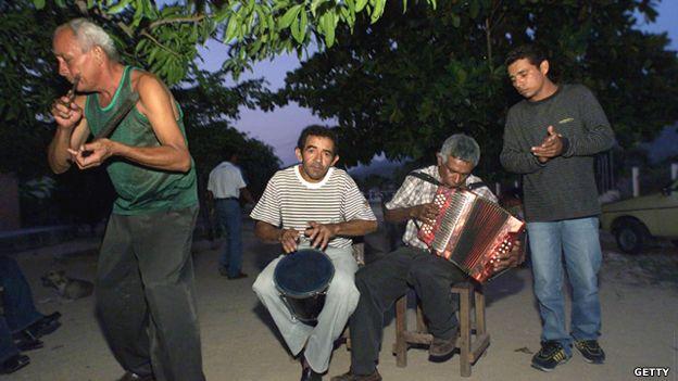 Grupo de vallenato en la costa caribe colombiana