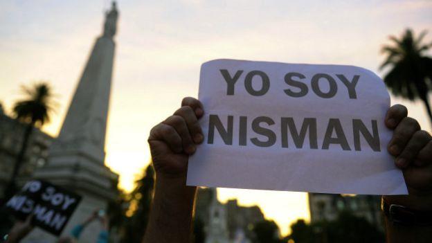 La muerte de Nisman provocó la reacción de la gente que salió a las calles a protestar.