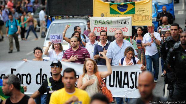Manifestantes protestam contra o governo no Rio de Janeiro (Foto: Tomaz Silva / Agência Brasil)