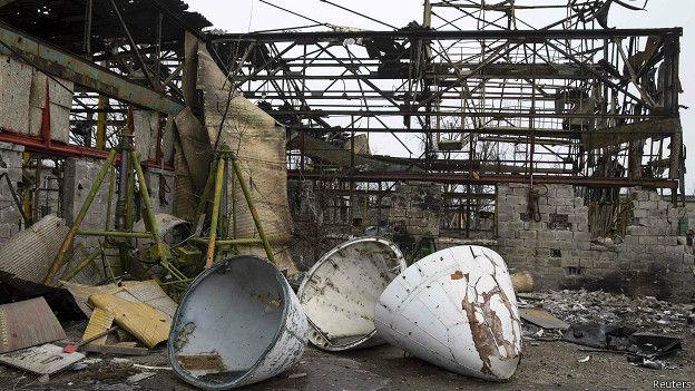 Руины здания аэропорта в Донецке