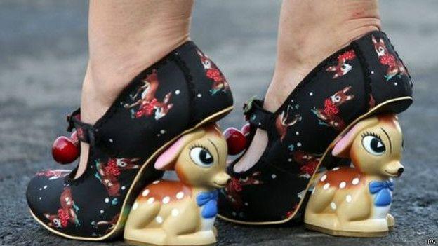 Туфли посетительницы скачек