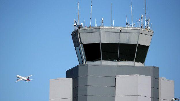 Torre de control en un aeropuerto