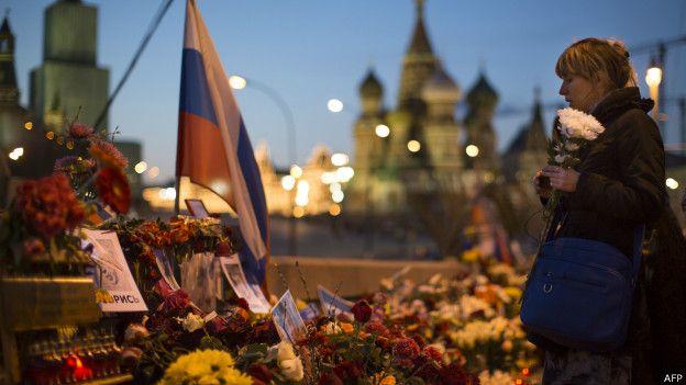 У стихийного мемориала Немцову