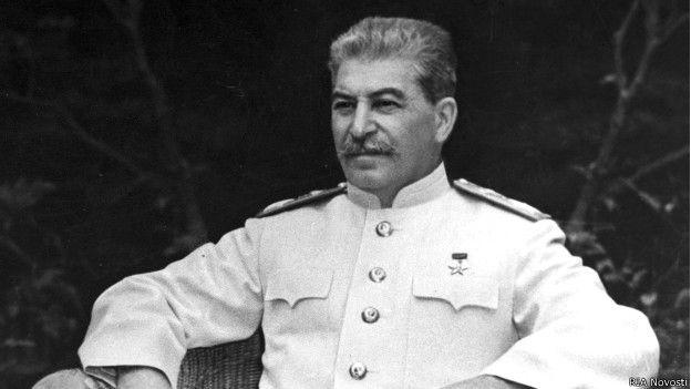 Stalin sufría de paranoia: tal era así, que mandó fusilar a su guardaespaldas por arreglar el crujido de las botas que delataba su presencia.