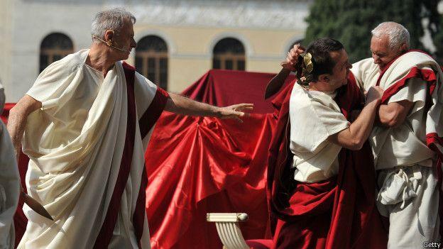 Representación de la muerte de César de los Idus de marzo. ¿Por qué acudió el emperador aun habiendo sido advertido?