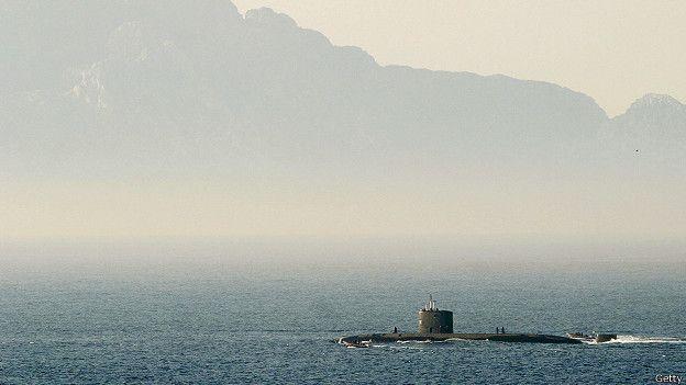 Британская атомная субмарина в Гибралтарском проливе