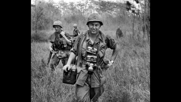 El fotógrafo Horst Faas trabajando en Vietnam. AP