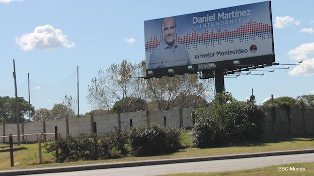 Cartel publicitario del candidato socialista a intendente de Montevideo Daniel Martínez.