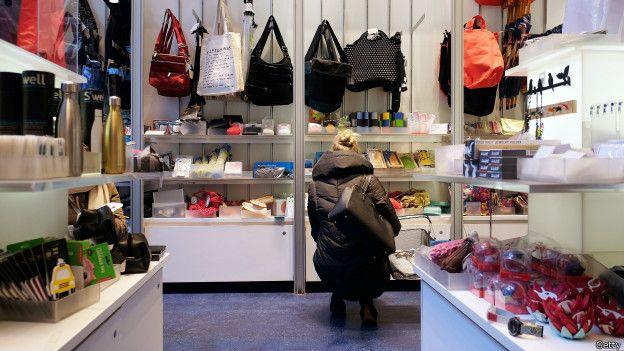 Tienda de ropa y carteras