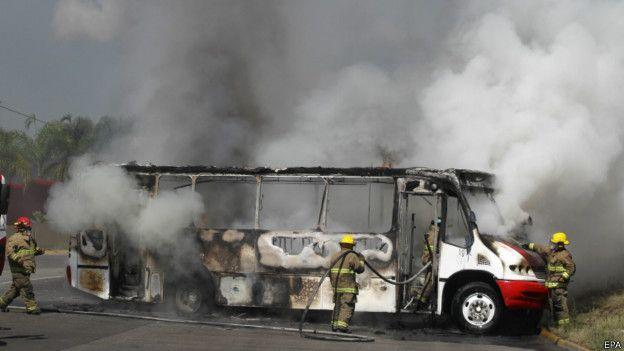 Autobús incendiado en Jalisco el 1º de mayo