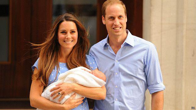 Принц Уильям и Кейт со своим первым ребенком, принцем Джорджем
