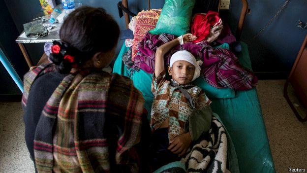 Niño herido durante el terremoto en un hospital de Katmandú