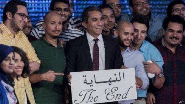 باسم يوسف في حديث عن الثورات والأبطال الخارقين والجواسيس 150503155749_bassem_youssef_3_640x360_afp