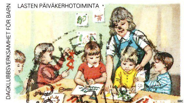 Estampilla mostrando una clase en Finlandia