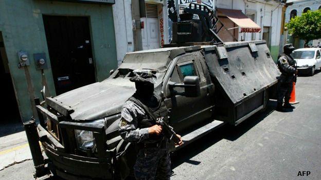 Vehículo con blindaje artesanal confiscado a Los Zetas