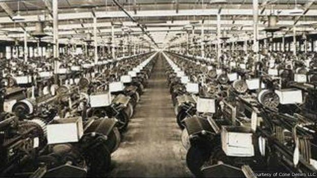 كيف بدأت وتطورت صناعة الجينز؟ 150506131210_jeans_evolution_640x360_courtesyofconedenimllc