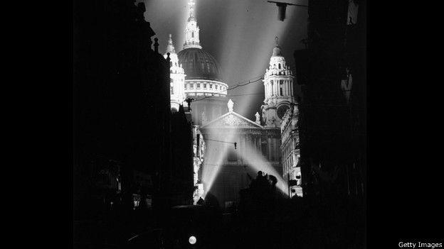 Proyectores sobre la Catedral de St Paul