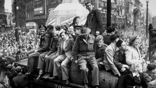 Празднования в Лондоне 8 мая 1945 года