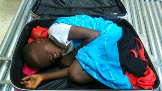 La maleta no tenía respiraderos y todo pudo haber acabado en tragedia, según la Guardia Civil española.