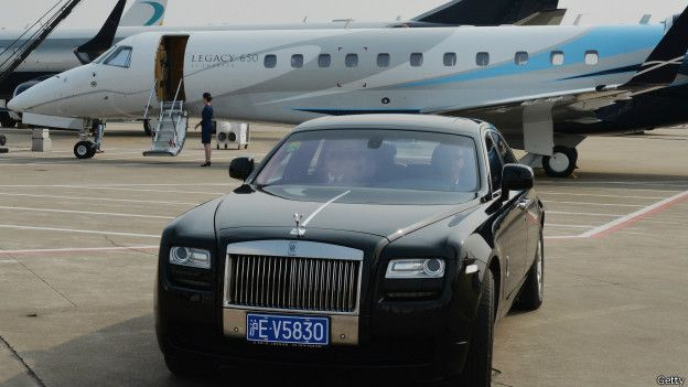Jet y auto de lujo