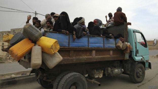 الحوثيون يقبلون الهدنة وانتقادات أممية للقصف الذي يطال المدنيين باليمن 150509233605_yemen_sada_640x360_reuters