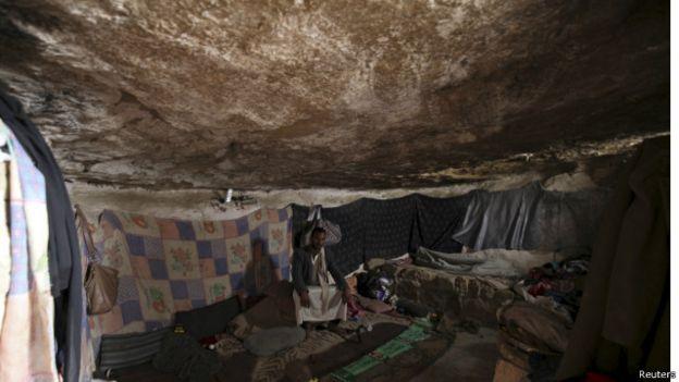 الحوثيون يقبلون الهدنة وانتقادات أممية للقصف الذي يطال المدنيين باليمن 150509233709_yemen_sada_640x360_reuters