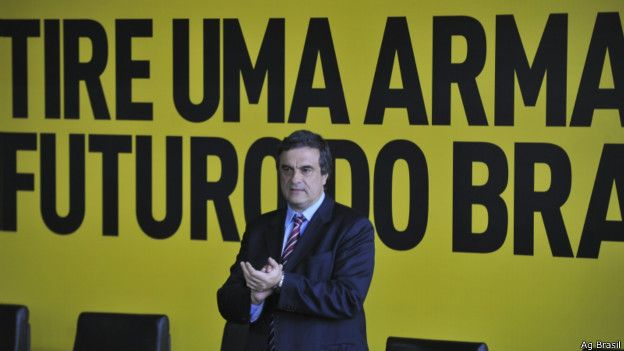 Ministro da Justiça, José Eduardo Cardozo, no lançamento da 2ª fase da Campanha do Desarmamento, em 2011