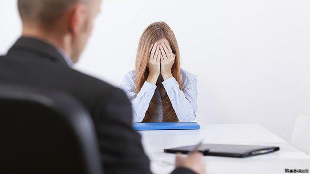 Девушка расстроилась во время собеседования