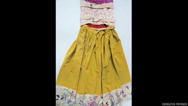 Frida por Ishiuchi #27, 2012-2015 - espalda de vestido amarillo