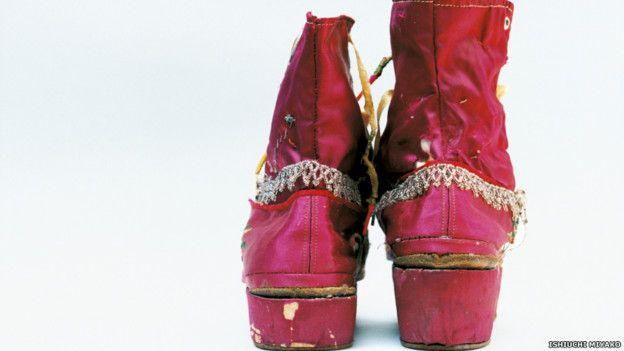Frida por Ishiuchi #34, 2012-2015 - botas rosas