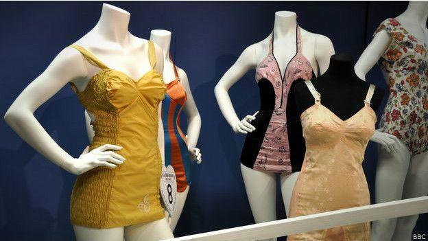 Lenceria De Baño Moderno:Otras de las innovaciones fue la producción de los trajes de baño en