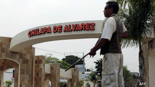 Civiles armados vigilan el acceso de Chilapa, Guerrero. Foto: AFP/Getty