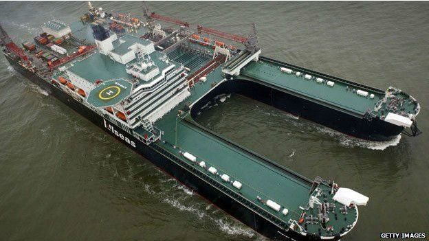 Barco Pioneering Spirit, de la compañía suiza Allseas