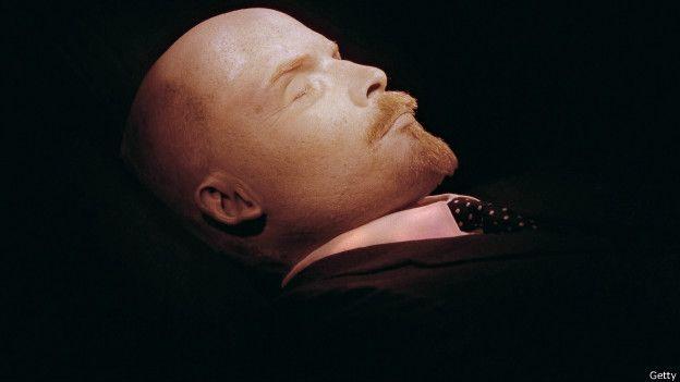 Las técnicas para momificar han evolucionado con los años. Un buen ejemplo es el caso del revolucionario ruso Vladimir Lenin.