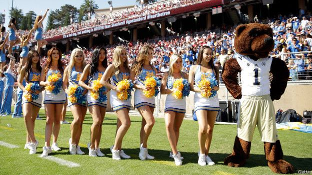 Cheerleaders de la Universidad de California en Los Angeles