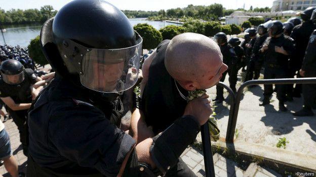 Милиция задерживает радикала