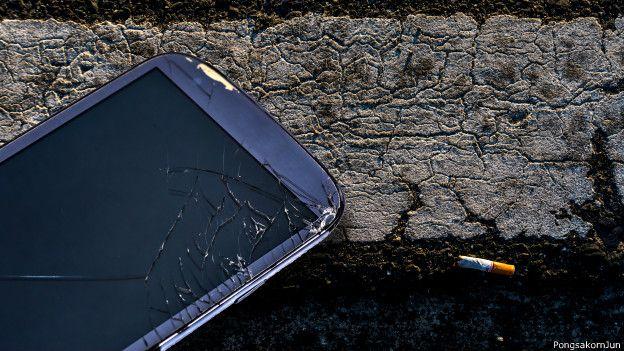 Celular con la pantalla rota