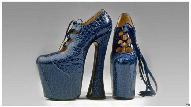 Sepatu dari perancang mode Vivienne Westwood