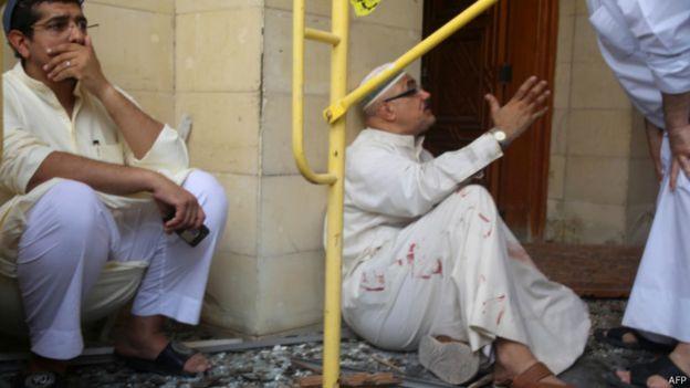 [Image: 150626120008_kuwait_mosque_attack_640x360_afp.jpg]