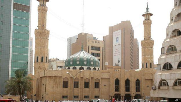 [Image: 150626123401_kuwait_attack_640x360_afp.jpg]